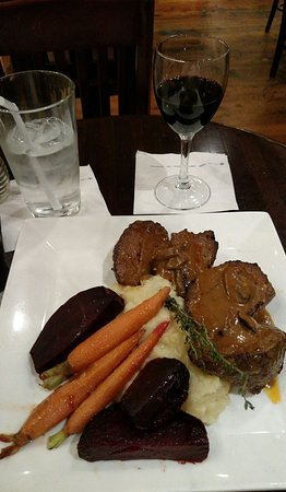 Good lobby pub, try the meatloaf