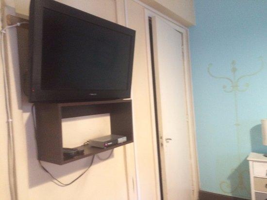 """Hostal Providencia: Tv e um """"armário"""""""