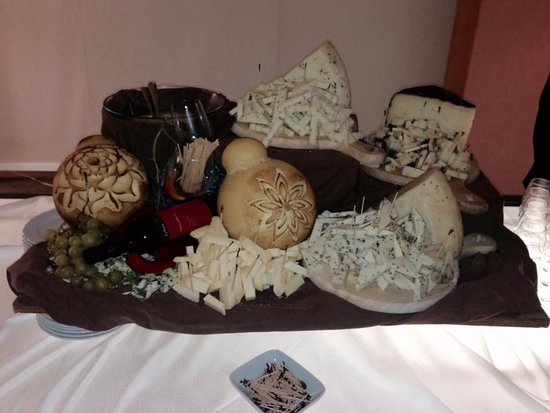 Zafferana Etnea, อิตาลี: Rinfresco - selezione di formaggi