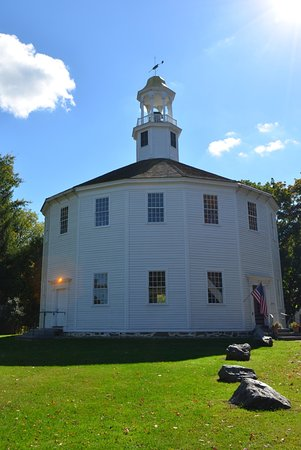 Richmond, VT: The round church