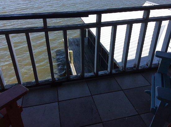 Apalachicola River Inn: Water dinning on dock!