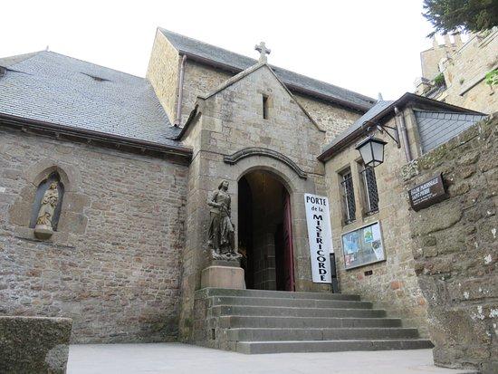 La Chapelle-Saint-Aubert: Exterior with Holy Door