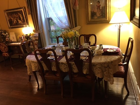 The Queen's Residence B&B: One of two dining areas.