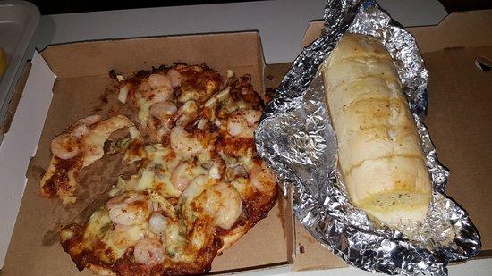 Pizza MIltonio: The Titanic seafood pizza and their garlic bread.