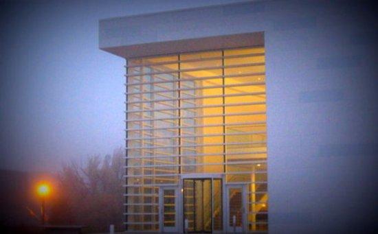 West Bend, Висконсин: MOWA at dusk.