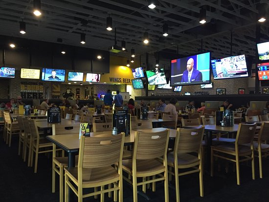Buffalo Wild Wings Fitchburg Photos Restaurant Reviews Order Online Food Delivery Tripadvisor