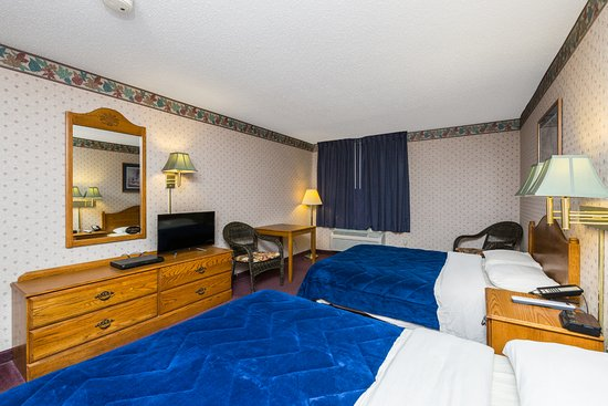 Heritage Inn Amana Colonies Hotel & Suites : 2 Queen Beds.