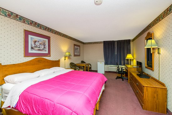 Photo of Heritage Inn Amana Colonies Hotel & Suites Williamsburg