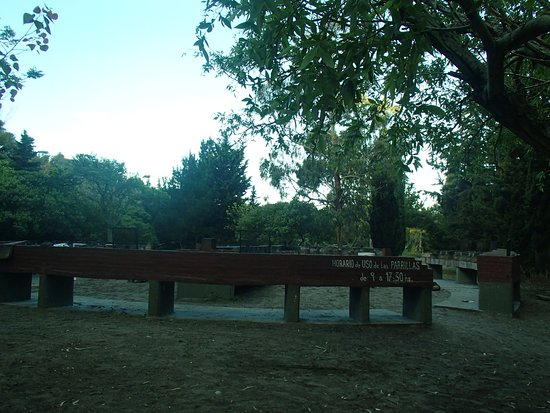 Parque Municipal Vivero Cosme Argerich: Las parrillas. Un buen asado en este lugar oyendo el canto de las aves.... maravilloso!