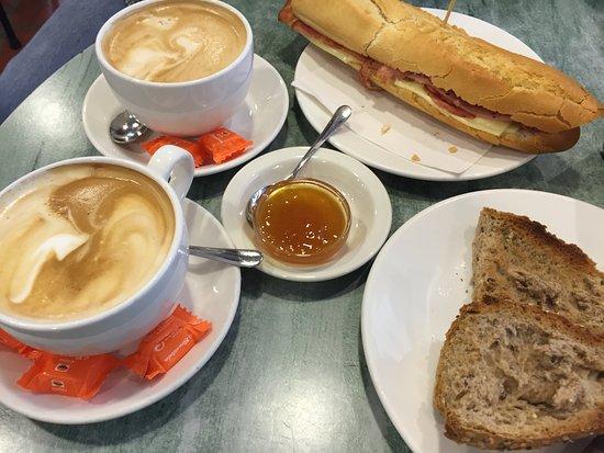 Cafeteria Gaxen: cafe con leche, bacon and cheese bocadillo, 7 grain toast with apricot jam