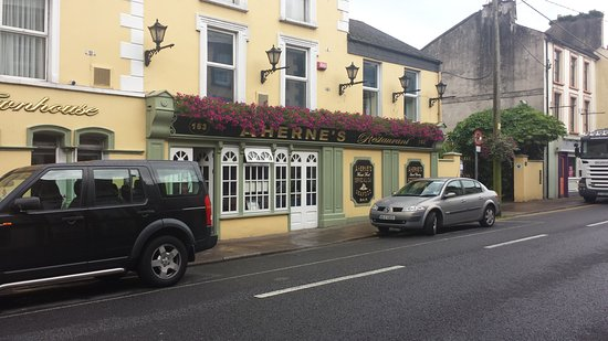 Youghal, Irlande : Outside of Premises