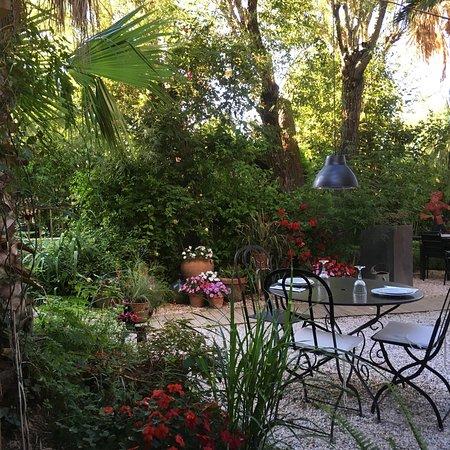 Torreilles, Франция: Cour intérieure ouverte l été... un regal, comme la cuisine fraîche et parfumée!