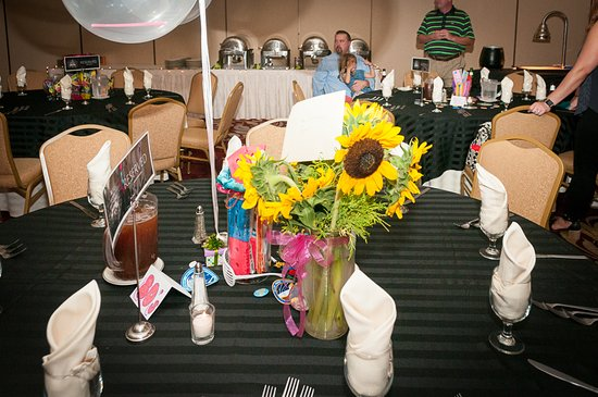 Breinigsville, PA: Table at the party