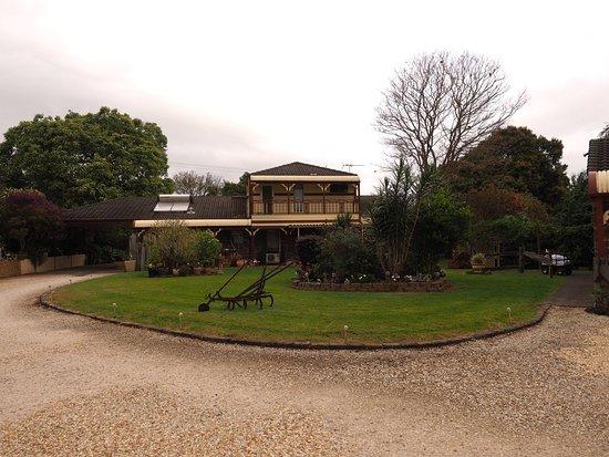 Alstonville, Avustralya: Grounds and house