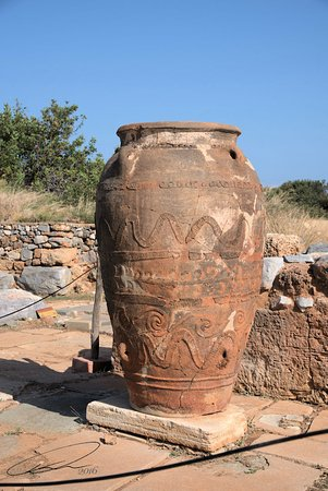 Malia, Hellas: An urn.