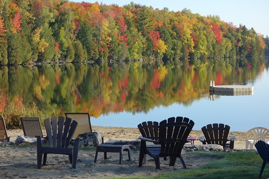 Saint Hippolyte, Canada: October fall colours at the resort's beach