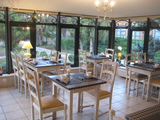 Hotel Grillon: Her indtog vi en vidunderlig morgenbuffet med friskpresset juice