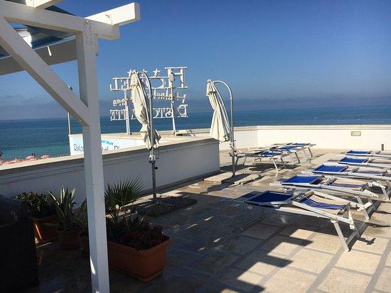 TERRAZZO HOTEL ATTREZZATO E LETTINI PRENDI SOLE - Picture of Hotel ...