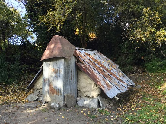 Arrowtown, Nueva Zelanda: tiny hut - many people shared this small space in the past