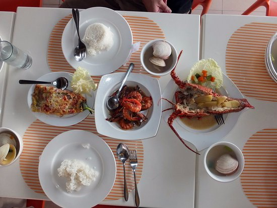 Mindanao, Filippine: The eggplant had diced hotdogs. The clams were huge.