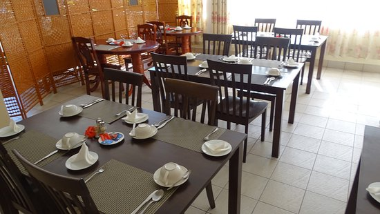 Reef Holiday Apartments: Breakfast service area