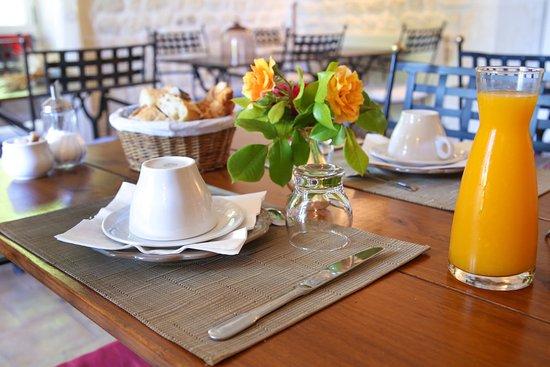 Donnazac, France: Salle des petits déjeuners