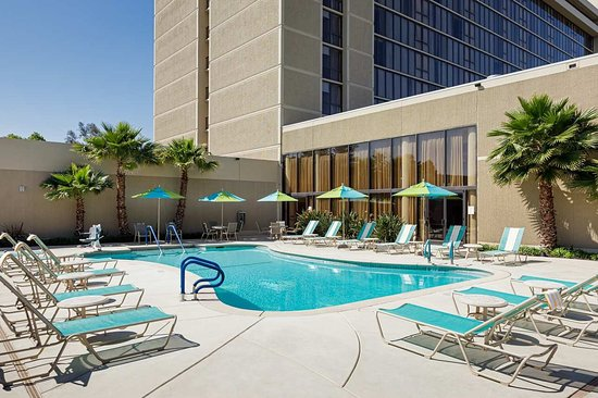 Hilton Sacramento Arden West: Outdoor Pool