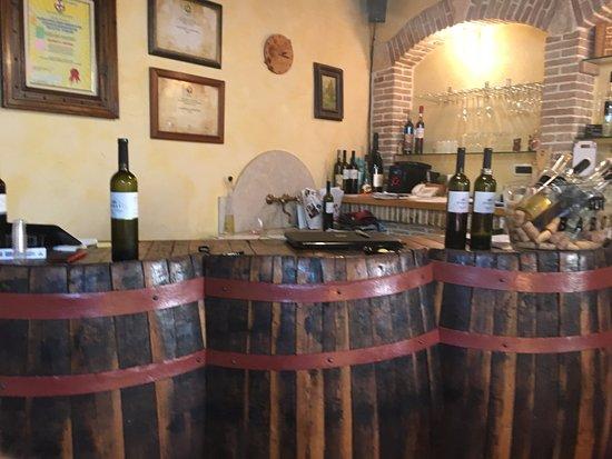 Wine Babos: Theke