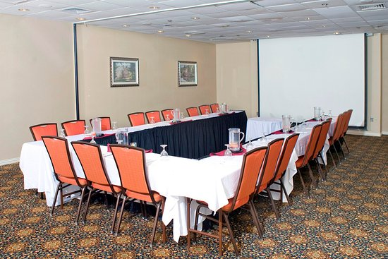 Doubletree by Hilton Hotel Hartford - Bradley Airport: Event Space Projector