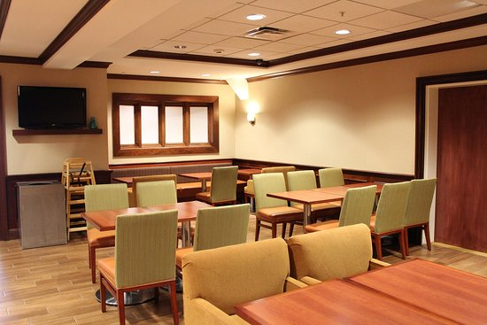 Farmingville, NY: Lobby Seating Area