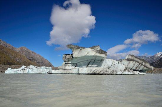 Glacier Explorers: iceberg