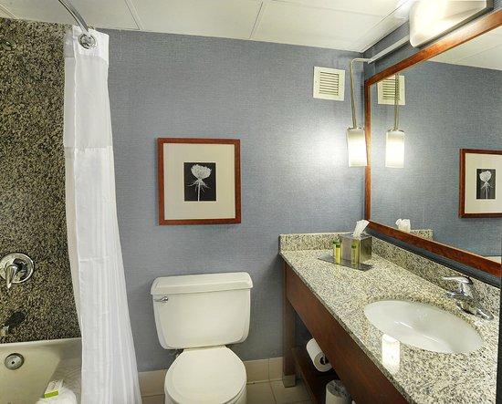 Maryland Heights, MO: Bathroom with Tub