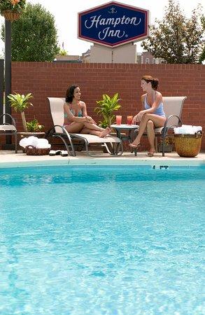 Hampton Inn Greensboro Airport : Outdoor Pool