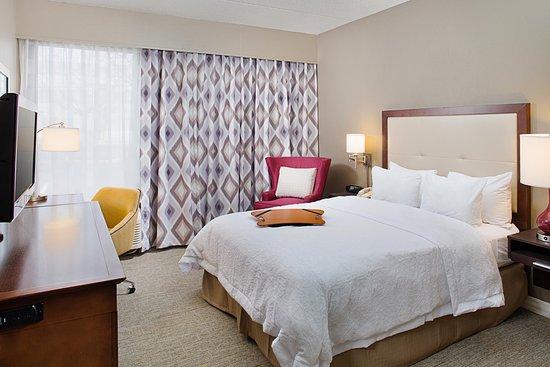 Accessible room at Hampton Inn PA/Willow Grove