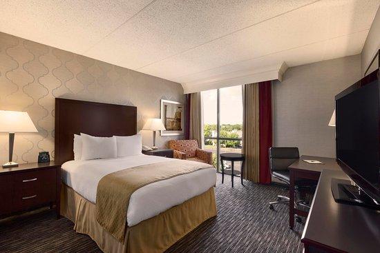 Doubletree by Hilton Hotel Detroit-Dearborn