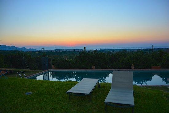 Fiumefreddo di Sicilia, Italia: Sunset swimming pool