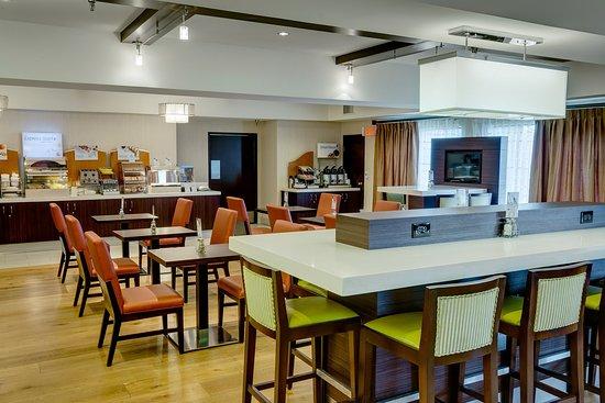 Holiday Inn Express Simi Valley: Breakfast Bar