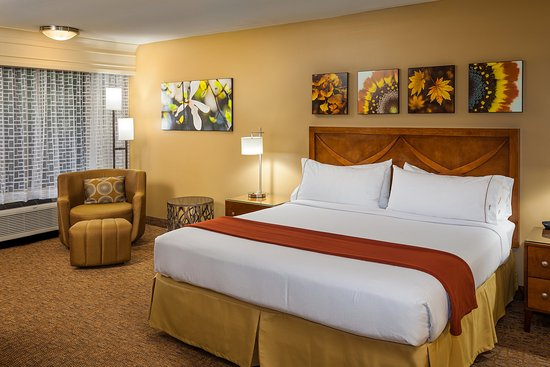 Holiday Inn Express Simi Valley: Two Room Suite-Bedroom