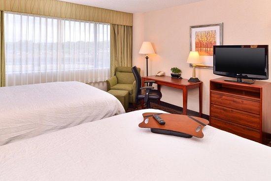 Hampton Inn Denver West Federal Center: Queen Beds Amenities