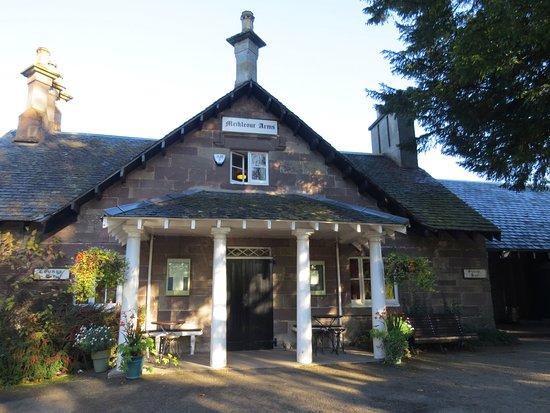 Meikleour, UK: Hotel entrance