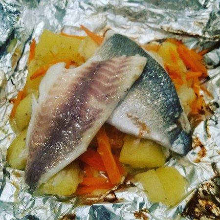 Sisak, Chorwacja: Gilthead seabream with vegetables