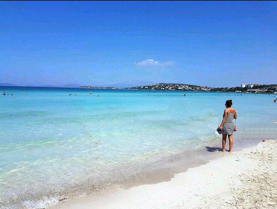 Ilica Beach: İncecik beyaz kumların denize kattığı tukuazımsı renk