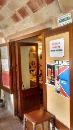 Monells, España: Puerta de Entrada