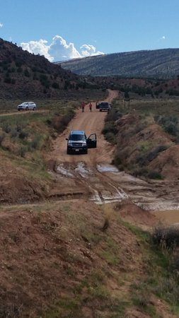 Big Water, UT: cars getting stuck on road to car park