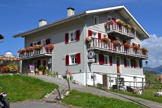 Tschappina, Suiza: Gasthaus Alpina im Sommer