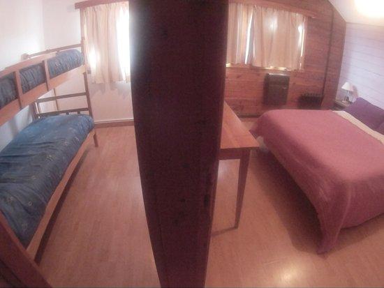 Hosteria Pajaro Azul: habitación familiar cama matrimonial + 2 camas marineras ideal niños menores de 12 años