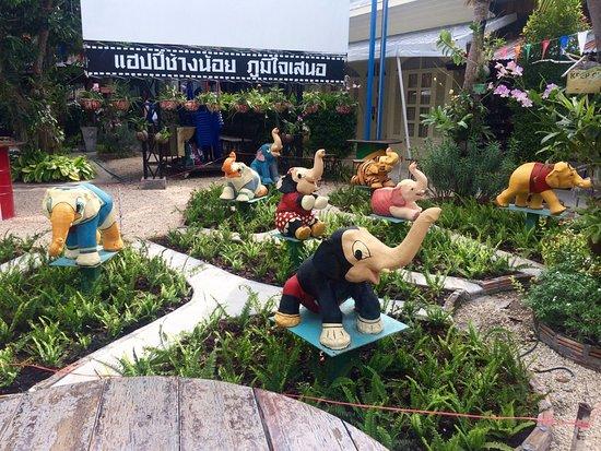 Bophut, Tajlandia: 有很多迪士尼和MARVEL造型的大象喔!