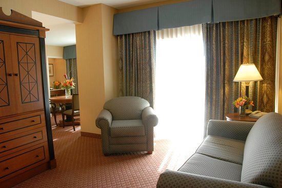 Doubletree Inn at The Colonnade: Dining room in suite