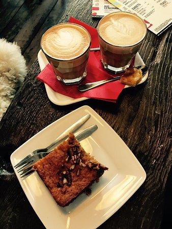 Expresszo: Sehr leckerer Kaffee, toller Kuchen und total freundliche Bedienung