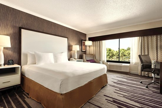 DoubleTree by Hilton Hotel Milwaukee - Brookfield